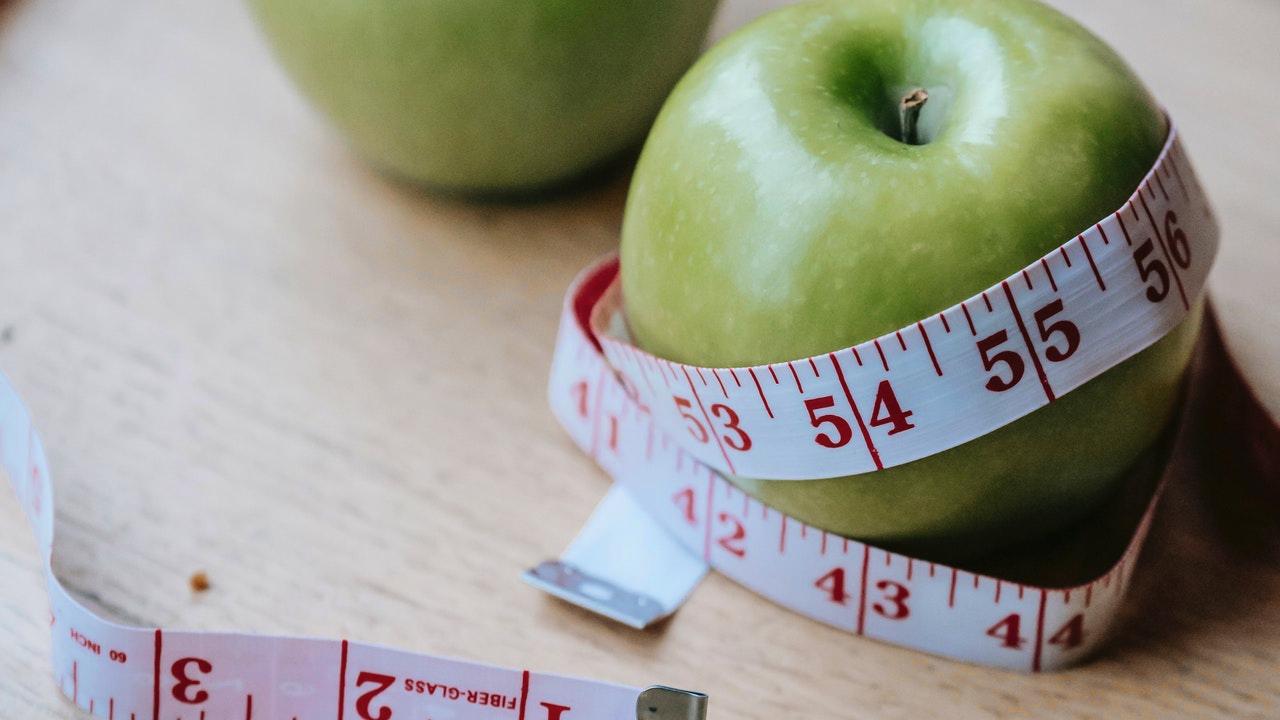 Keto dieta vám pomůže zhubnout. Spojte low carb jídelníček se správným tréninkem.