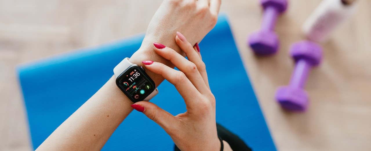 S kontrolou tepu a výkonu vám pomůže sporttester, fitness náramek nebo chytré hodinky